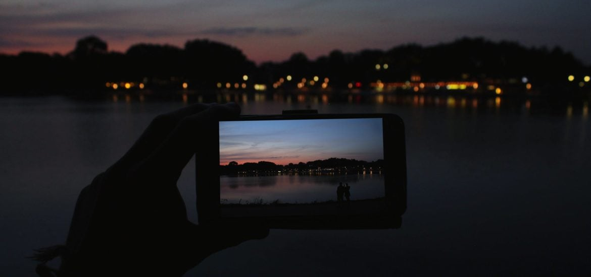 iPhone backlit photo how to